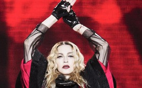 Мадонна прервала концерт из-за терактов в Париже и назвала их причиной отсутствие «любви и уважения» к каждому человеку