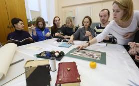 Специалисты Эрмитажа обучили уральских реставраторов искусству кройки и шитья
