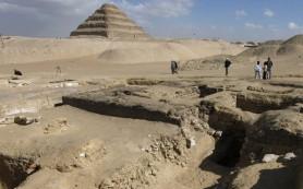 Археологи нашли корабль древних египтян во время раскопок близ Каира