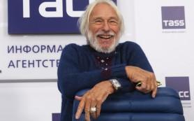 Пьер Ришар впервые покажет в Москве свой любимый моноспектакль о собственной жизни