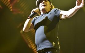 Солиста группы AC/DC предупредили о риске полной потери слуха