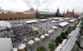 Красная площадь продолжает принимать книжный парад