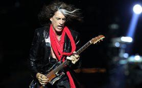 В Нью-Йорке госпитализирован гитарист Aerosmith, потерявший сознание на сцене