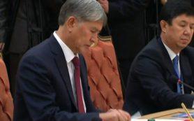 Президент Киргизии представил клип на свою новую песню