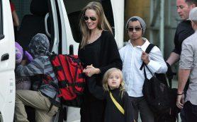 ФБР провело беседу с Анджелиной Джоли о деталях ссоры Брэда Питта с сыном