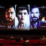 Выставку костюмов из фильма «Матильда» открыли в московском ГУМе