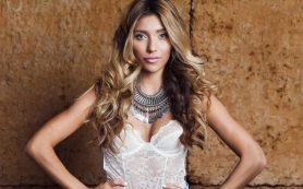 Люди поздравляют певца Топалова и ведущую Тодоренко
