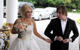 Сестра отказалась звать Лопыреву на свадьбу