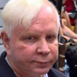 Располневший Моисеев вышел из себя и оскорбил журналистов
