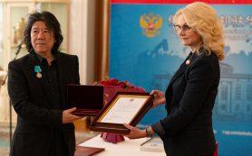 Китайскому театральному деятелю Мэн Цзинхуэю вручили медаль Пушкина