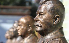 Песков предпочел абстрагироваться от дискуссии о памятнике Сталину