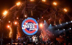 Звезды Koktebel Jazz Party приветствуют гостей Крыма в аэропорту