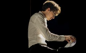 Московская филармония открыла сезон выступлениями пианиста Люки Дебарга