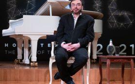На сборе труппы «Геликона» Дмитрий Бертман объявил планы в режиме онлайн