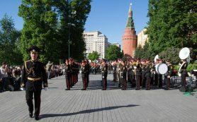 В Нижнем Новгороде открыли концертом оркестра воссозданную сцену Александровского сада