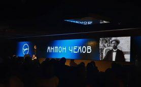 Премьера ночного спектакля «Розовое платье» состоится в МХАТ им. Горького